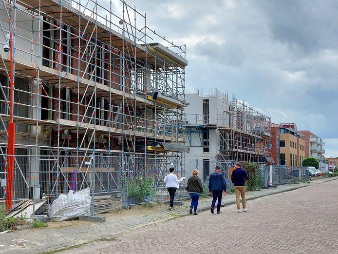 Lunchwandelen in Nieuwegeins nieuwste wijk, Rijnhuizen. Tussen de kantoren en bedrijven schieten de wooncomplexen uit de grond.