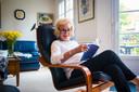 """Leah Thys reisde alleen naar haar huisje aan de Opaalkust. En toch is haar man er een beetje bij. """"Ik lees hem graag. Hij schrijft veel boeken. Maar zelden op grote schaal. Hij schrijft vooral voor zichzelf en in kleine oplage voor vrienden."""""""