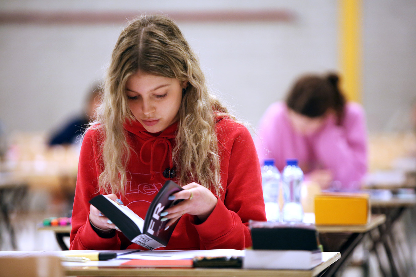 Ook de wiskunde-examens van 44 leerlingen van het Van Maerlant in Den Bosch zijn zoekgeraakt bij PostNL.