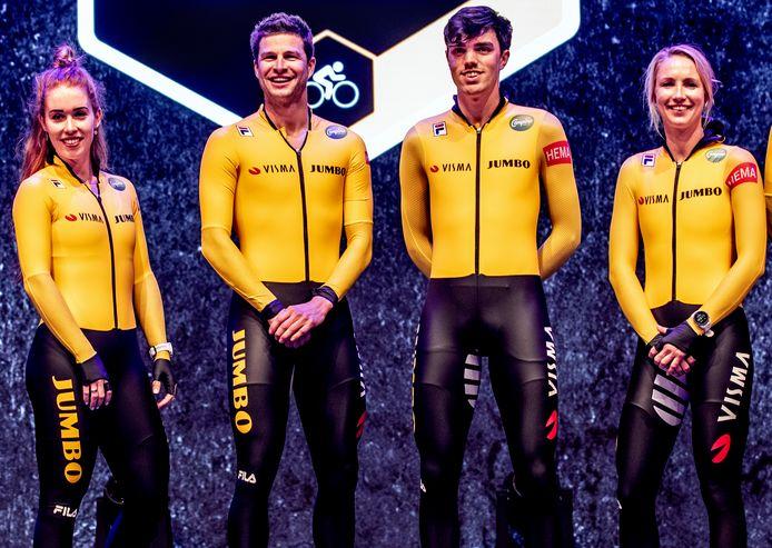 Antoinette de Jong, Sven Kramer, Patrick Roest en Carlijn Achtereekte vandaag bij de teampresentatie van Jumbo-Visma.