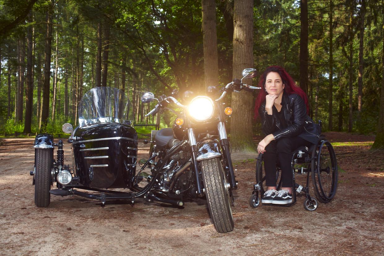Alida Weij en haar aangepaste motor Beeld Daniel Cohen