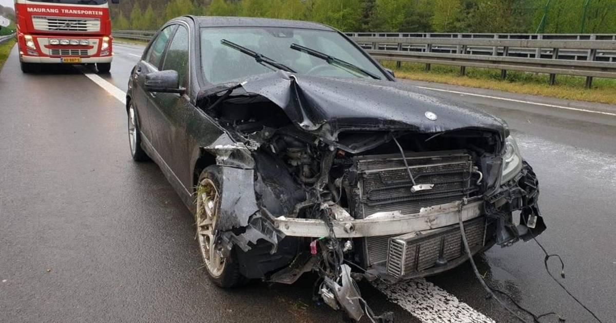 Vrachtwagenchauffeur bestolen na hulp bij ongeluk op snelweg: 'Dat mensen tot zoiets in staat zijn..'.