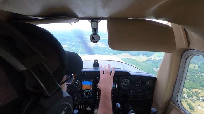 Brian Parsley pose miraculeusement son avion en toute sécurité après que son moteur se soit soudainement éteint.