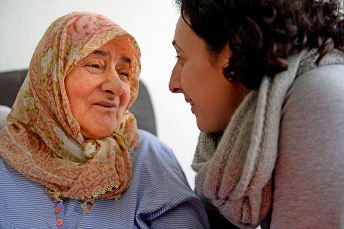 Dochter Sevilay Zaman Celik en haar moeder Ayse Celik