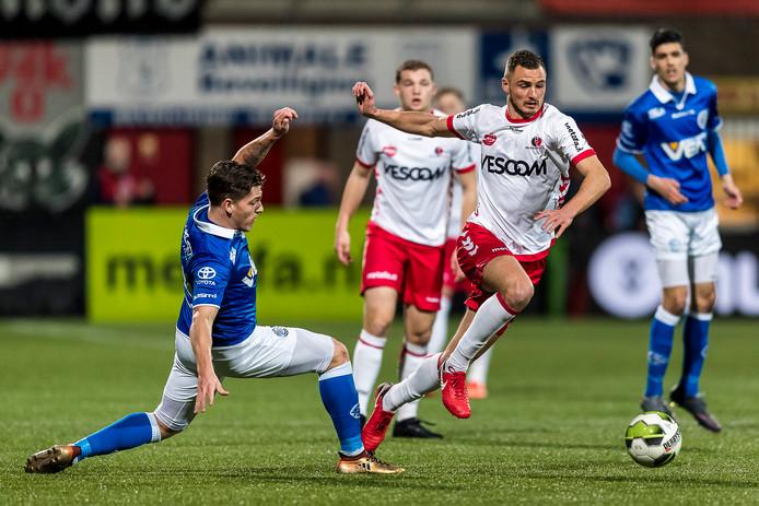 FC Den Bosch-speler Jordy van der Winden en Helmond Sport-speler Jordy Thomassen.
