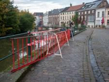 """Dramatique accident à Gand: une voiture tombe à l'eau, les quatre occupants meurent noyés: """"Certains roulent beaucoup trop vite ici"""""""