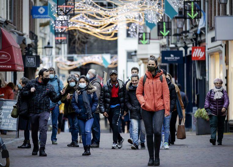 Winkelend publiek maandagmiddag in het centrum van Utrecht. Beeld ANP