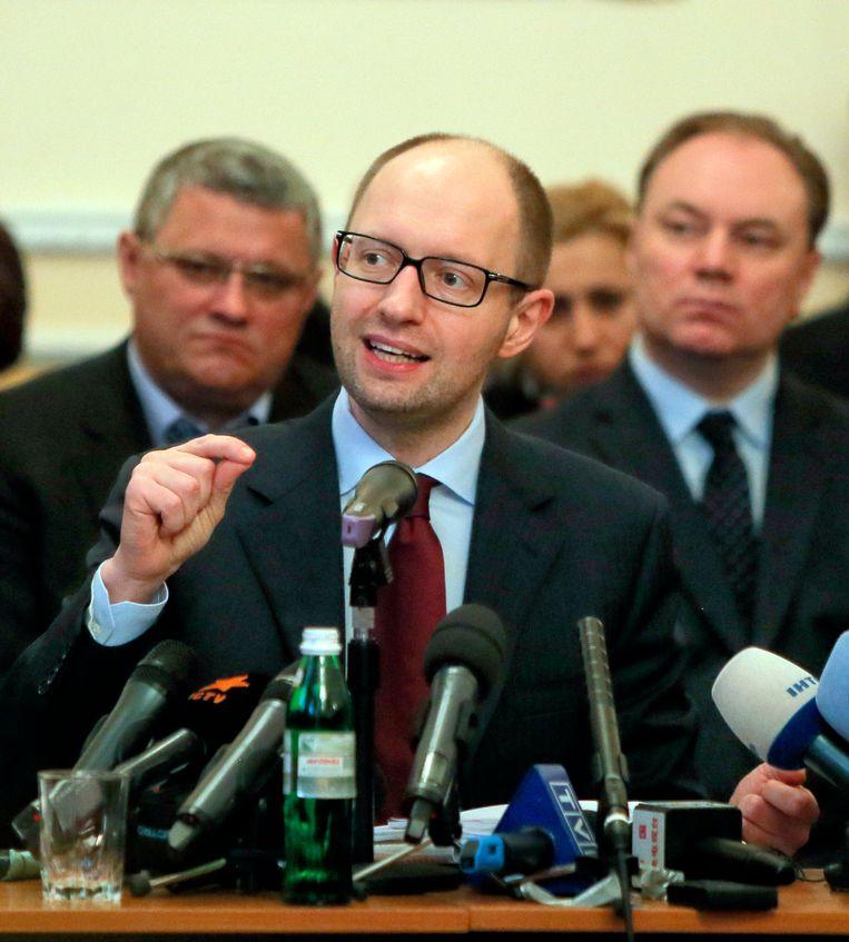 Premier Jatsenjoek voert ondertussen overleg met de lokale autoriteiten in Donetsk. Beeld AP