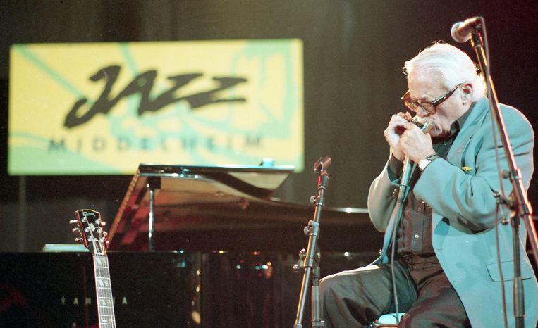 Muzieklegende Toots Thielemans op Jazz Middelheim in 1993. Beeld BELGA