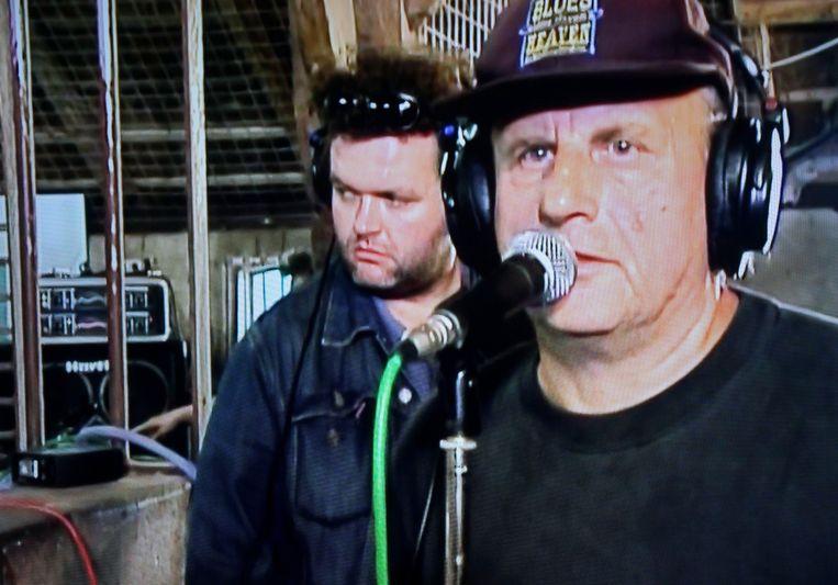 Harry Muskee (rechts) en Daniel Lohues in Talkin' Blues. Beeld NTR