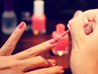 Eindelijk: zo lak je de nagels van je andere hand