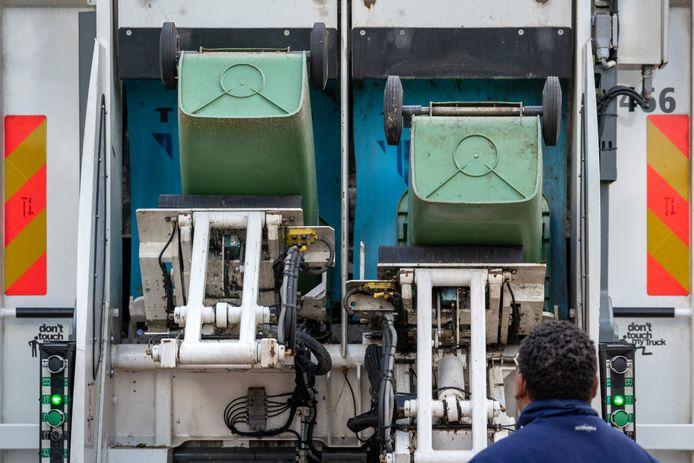 Ook groene containers in Den Bosch krijgen een nieuwe chip.