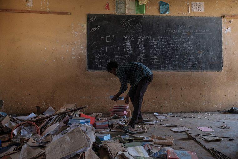 Een vernield klaslokaal in Wukro, ten noorden van Mekele, in Tigray in Ethiopië. Beeld AFP