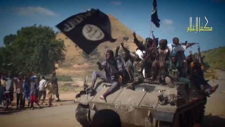 Boko Haram-strijders op een tank. Beeld AFP