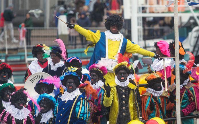 Intocht Sinterklaas in de haven in 2017.