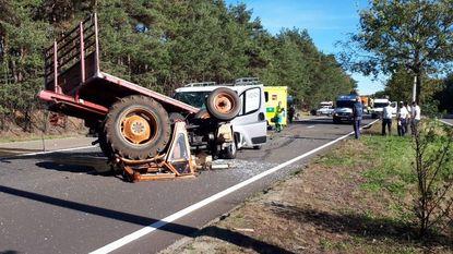 Zware crash tussen tractor en bestelwagen