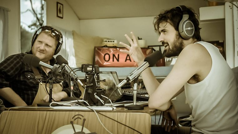 Joris Hessels en Dominique Van Malder in 'Radio Gaga'. Beeld Philippe Banze - VRT 2017