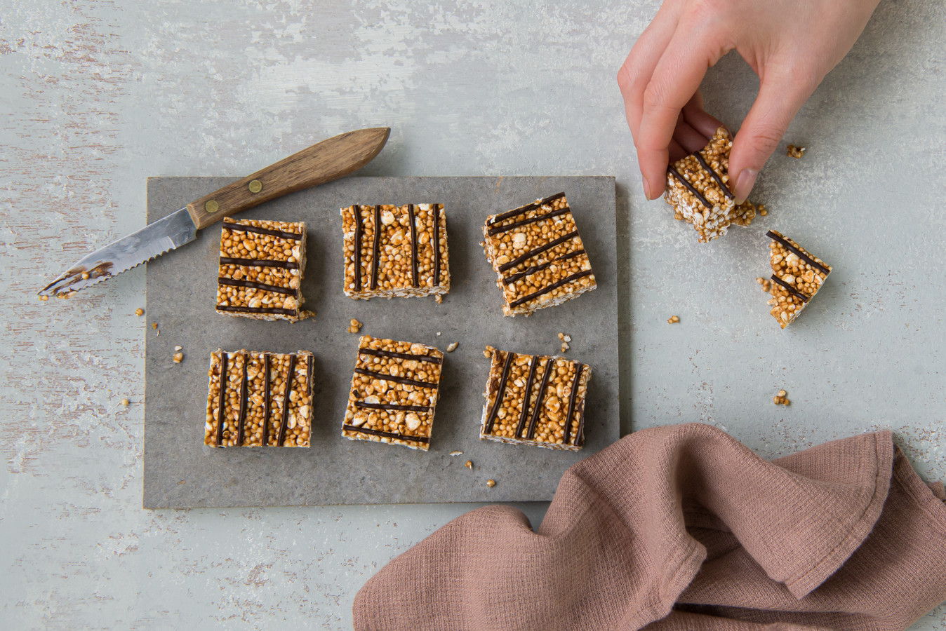 Gepofte granen squares met pure chocolade