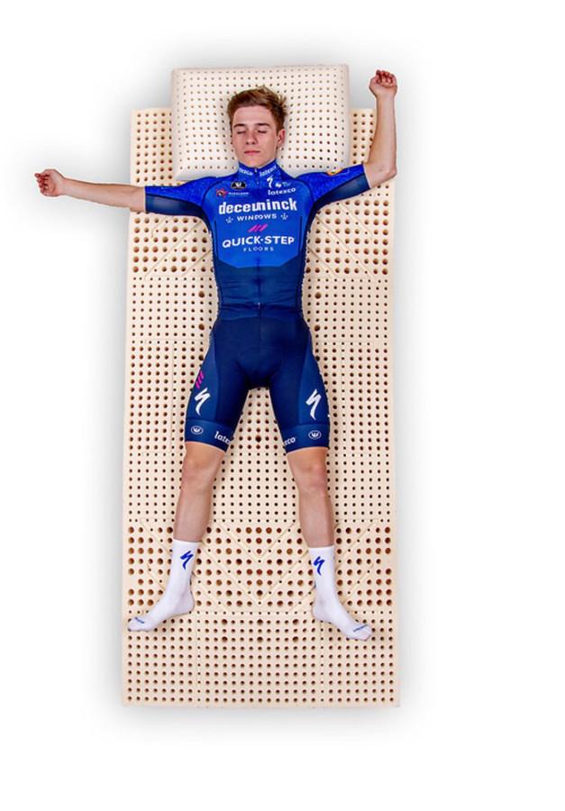 Rusten, rusten en nog eens rusten. Dat was het devies van Remco Evenepoel op de tweede rustdag in de Giro.