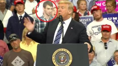 Scholier in ruitjeshemd steelt de show tijdens speech Trump (en wordt verwijderd)