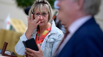 Truiense poetsvrouw Martine Vaneyck (56) krijgt Vlaams ereteken uit handen van minister-president Jan Jambon