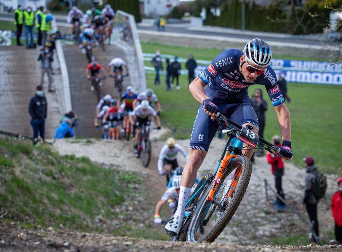Mathieu van der Poel versnelt.