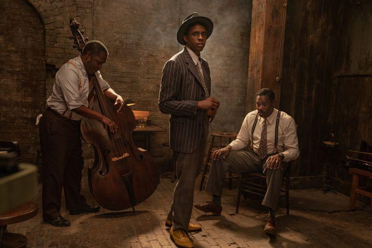 Chadwick Boseman (m.) maakt postuum kans op een Oscar voor beste acteur, voor zijn rol in 'Ma Rainey's Black Bottom'.  Beeld AP