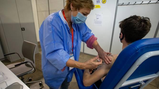À Bruxelles, trois premières écoles ont commencé à vacciner leurs élèves