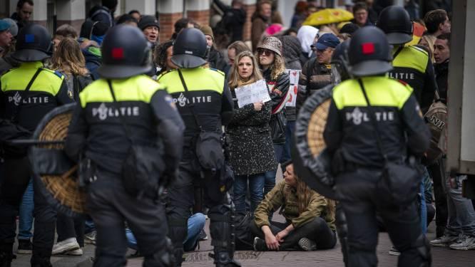Verbijstering om protesterende 'artsen' op anticorona-demo Museumplein: 'Ze verdraaien de werkelijkheid'