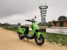 Volop klachten in eerste week deelscooters in Tilburg: recht voor je deur of dwars over de stoep