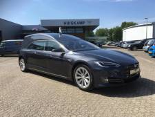 Het is doodstil in deze Tesla