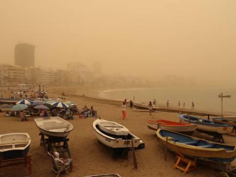 Einde vakantie voor boze Nederlanders door zware zandstorm op Gran Canaria: 'Het is hier niet fijn'