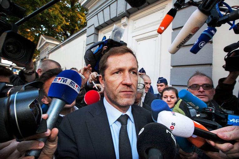Waals minister-president Magnette verlaat het overleg met zijn collega-regeringsleiders. Beeld Tim Dirven