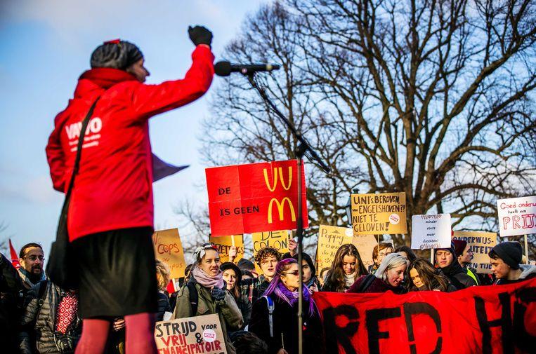 Universitair medewerkers en actiegroep WOinActie voerden in 2018 ook al actie in Den Haag tegen de voorgenomen bezuinigingen in het universitair onderwijs. Beeld ANP