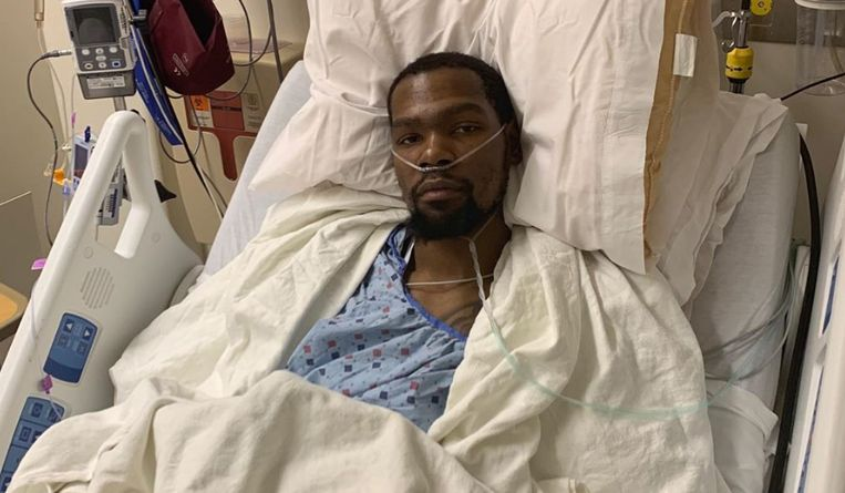 Kevin Durant in de operatiezaal.