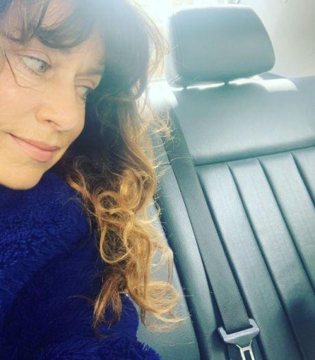 Bevrijdingsvuur onderweg van Wageningen naar Amsterdam in de auto van Ellen ten Damme