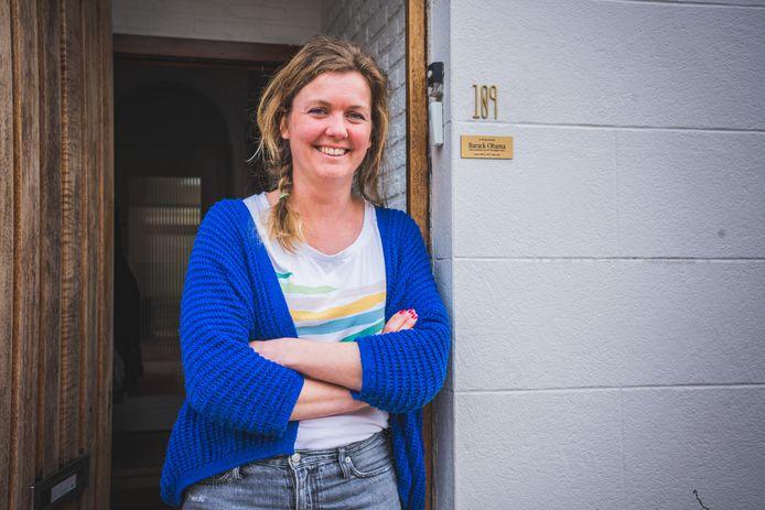 Nele Roelens (34) uit Gentbrugge toont trots haar bijzonder bordje.