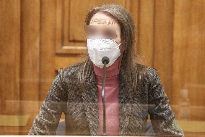 Alinda Van der Cruysen in de beschuldigdenbank.