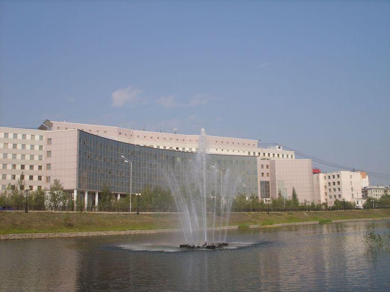 De Arctische Staatsuniversiteit in Jakoetsk. Beeld
