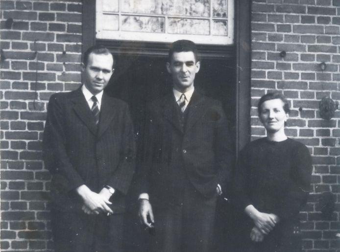 Hanneke Verwegen met twee Amerikanen: bommenrichter Alvis D. Roberts (l) en gezagvoerder Kenneth Griesel.