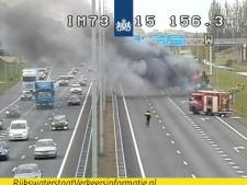 A15 bij knooppunt Valburg dicht door brandende vrachtwagen