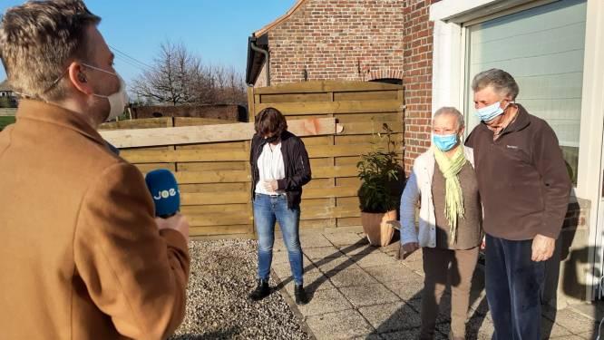 """Zanger Udo ontroert Bernice (71) tot tranen toe met privéconcert, op vraag van dochter en Joe FM: """"Dit doet deugd, na zware periode in mijn leven"""""""