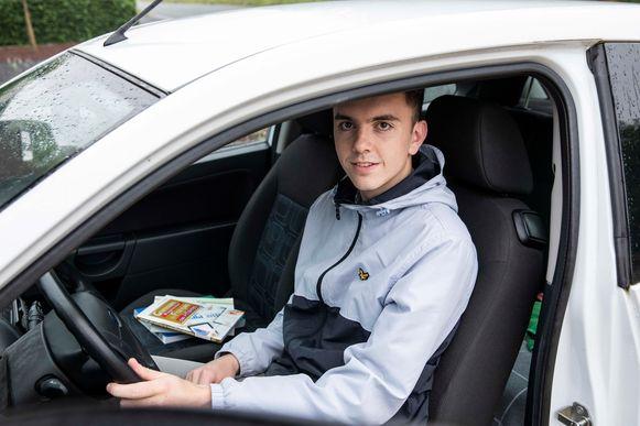 Jakke Neyens is klaar om naar zijn examen te gaan.