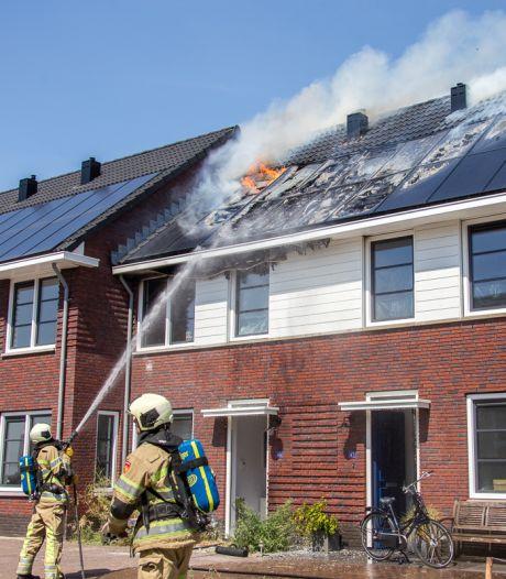 Zonnepanelen in brand in Vinkeveen; 5 huizen beschadigd