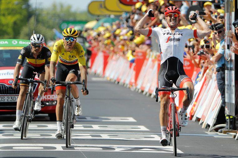 In de sprint is Degenkolb te snel voor Van Avermaet en Lampaert.  Beeld Photo News
