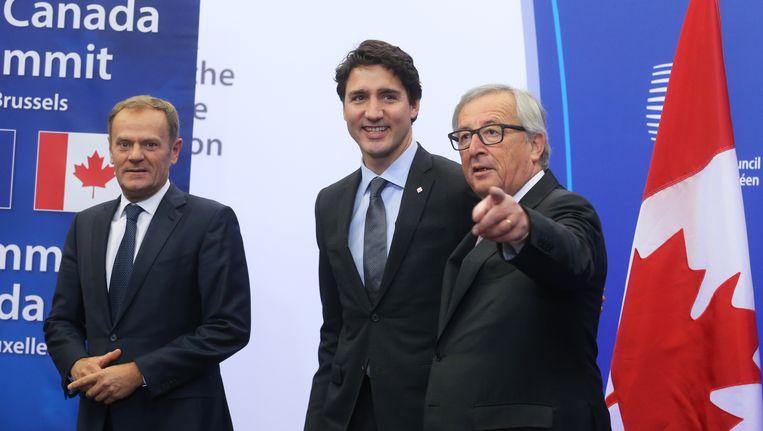 Vlnr. Europees president Donald Tusk, Canadees premier Justin Trudeau en Commissievoorzitter Jean-Claude Juncker. Beeld BELGA