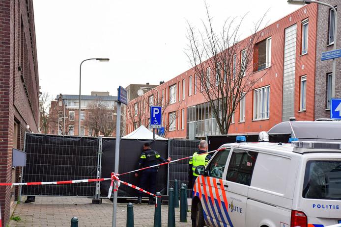 Beeld ter illustratie: Politie-onderzoek na een schietincident in de Netscherstraat in de Haagse Schilderswijk waarbij 48-jarige Cahid Kilic om het leven is gekomen.