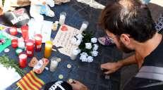 fotoreeks over Indrukwekkende minuut stilte op Plaça de Catalunya