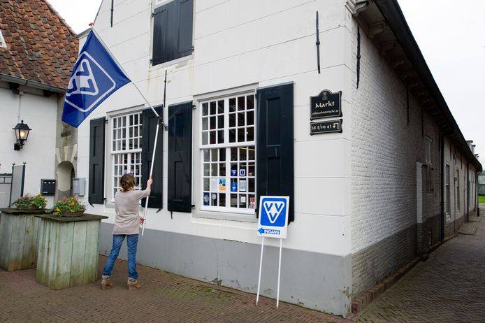 Regio-VVV zit niet meer in 't Hofje. De Heemkunde Boxtel vertrekt nu ook naar de bibliotheek Boxtel.