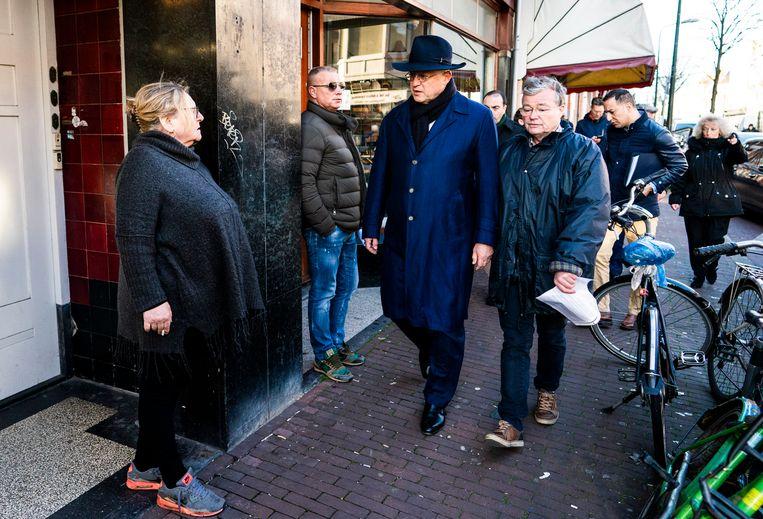 Minister Ferdinand Grapperhaus van Justitie en Veiligheid (CDA) op werkbezoek in de Weimarstraat. Beeld Freek van den Bergh / de Volkskrant